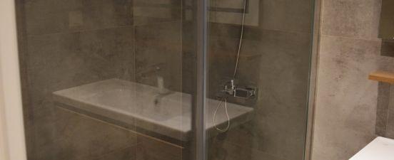 Man BedRoom Shower